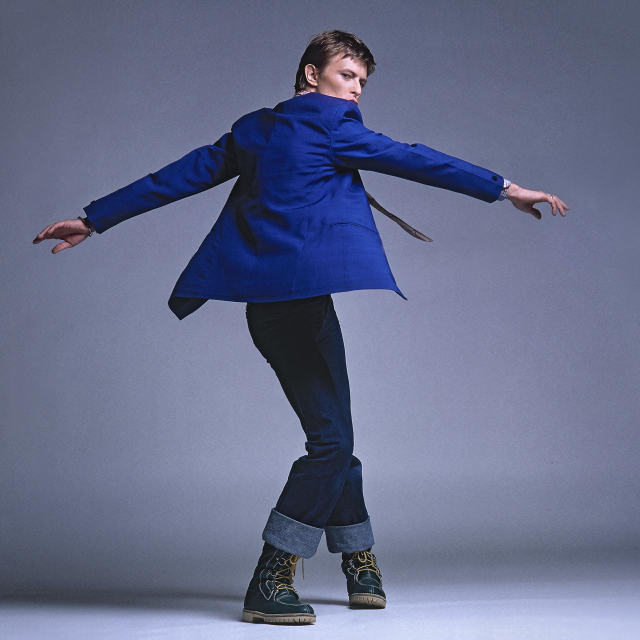 Bowie-Flat.-twisting.3.Colour.-Square.Arrowsmith