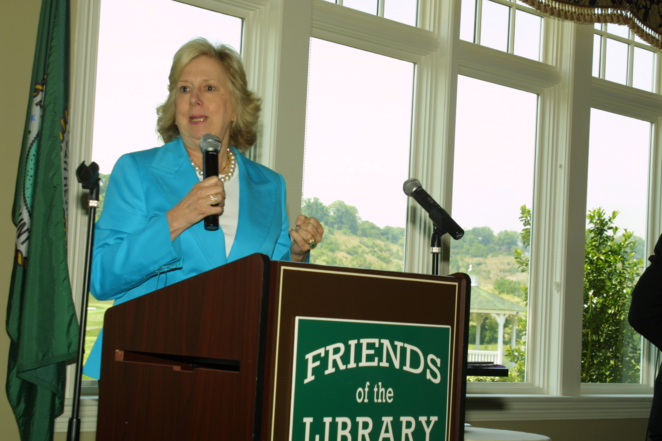 Linda Fairstein regaled the crowd with the real-lifes stories behind her crime fiction.